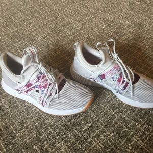 NWT Under Armour women's breathe sola + shoes.